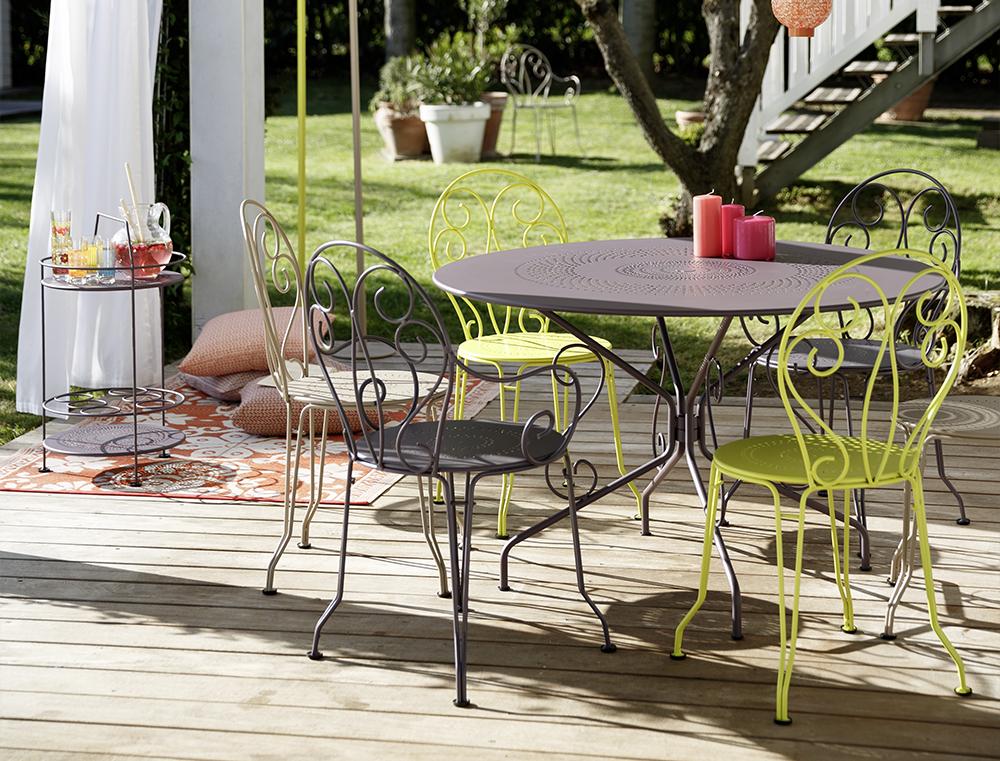prenosny-lehky-barovy-stolek